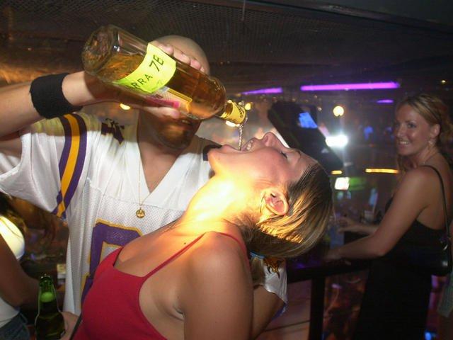 ANCHE PER GLI ALCOLICI L'ETICHETTA ANTICANCRO? ASSOUTENTI CI PROVA