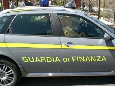 TRA ROMA E NAPOLI, TRE MODERNE FABBRICHE DI SCARPE FALSE
