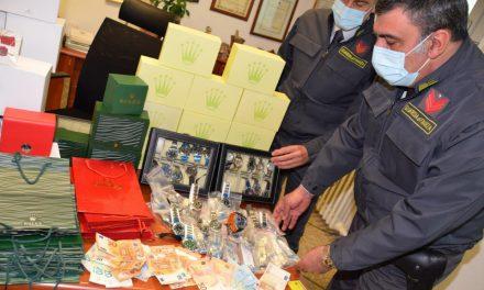 ROLEX: 50 DOLLARI IN CINA, 200 EURO SU FACEBOOK